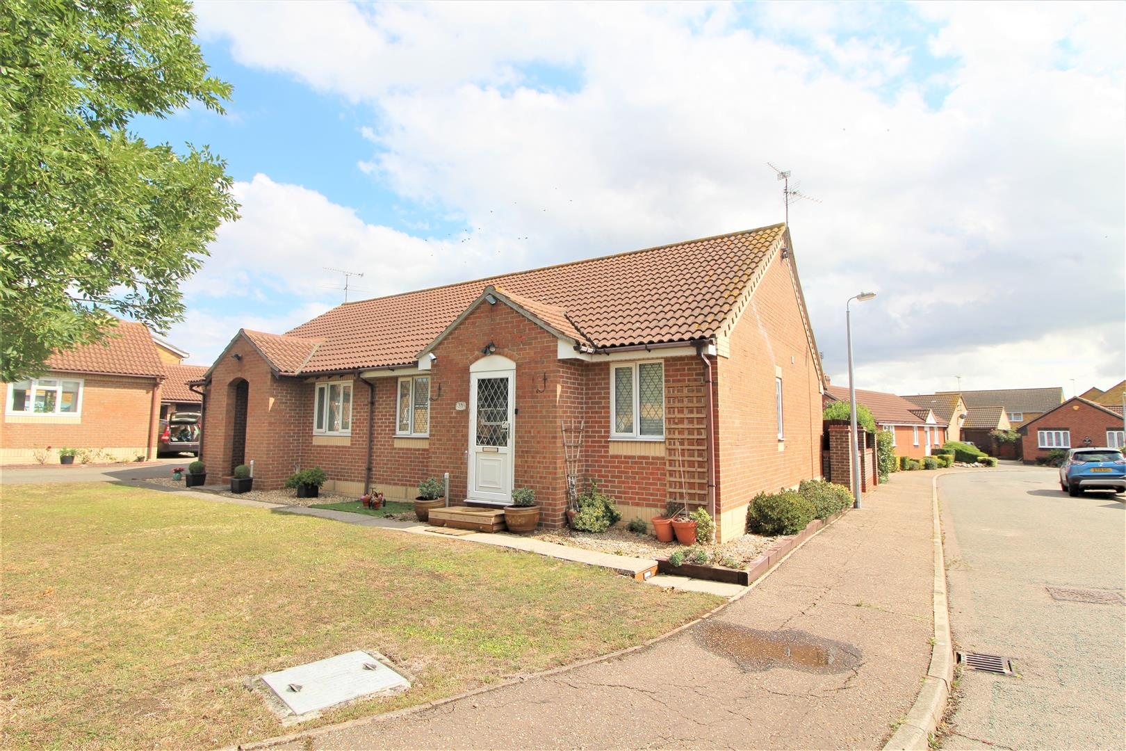 Havering Close, Clacton-On-Sea, Essex, CO15 4UX